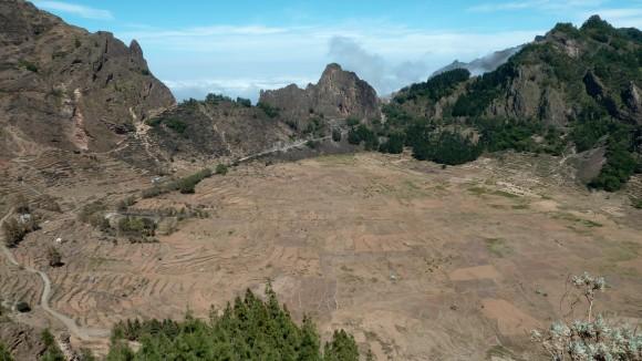 Vue de la Corda, le cratère de Cova, sur Santo Antao, Cap-Vert