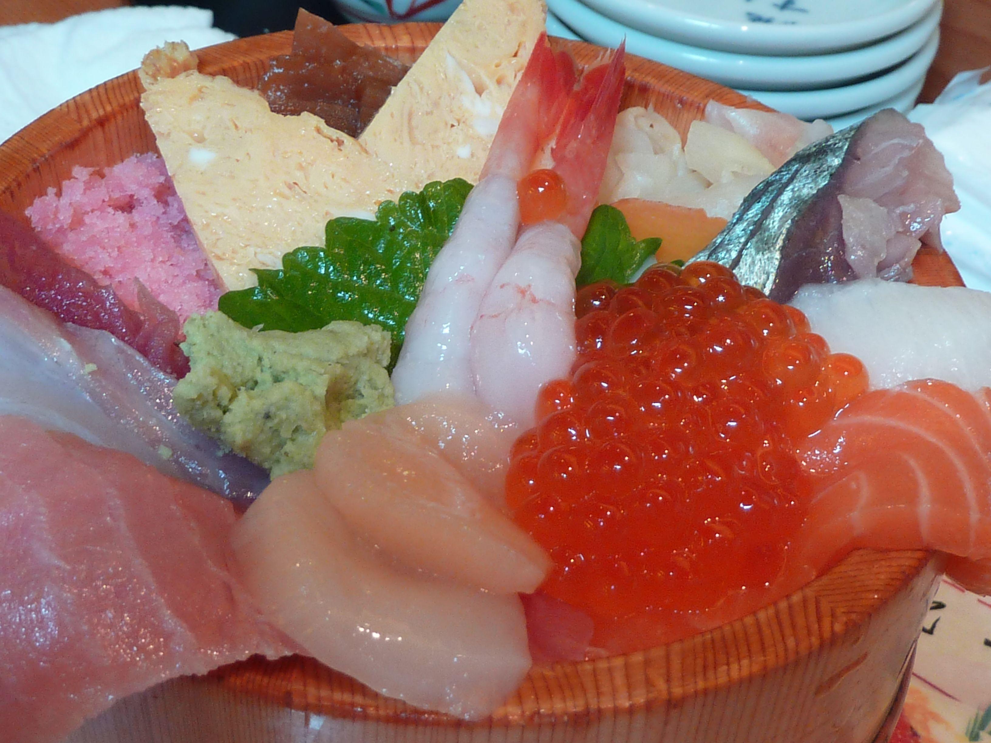 Chirashizushi, près du marché aux poissons de Tokyo