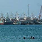 Bain au bord de la plage Laginha, Mindelo (Cap-Vert)
