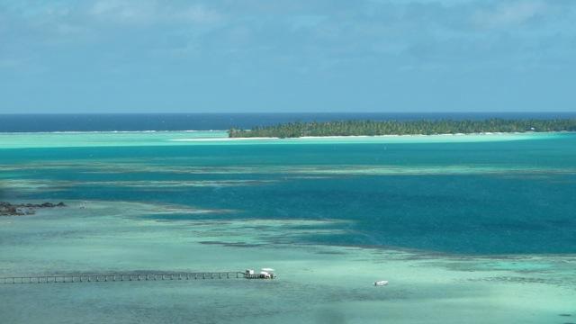 Palette de bleus à Maupiti.