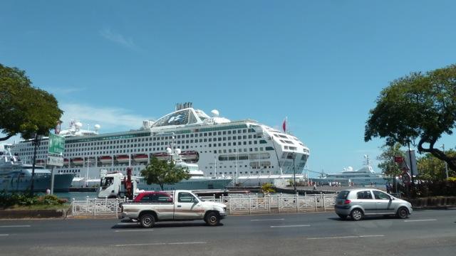 Paquebot de croisière à Papeete.