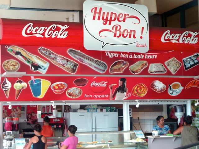 Un snack près d'un supermarché, à Papeete.