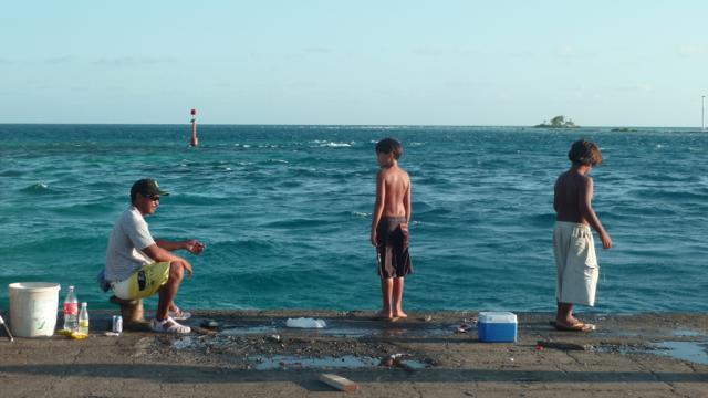 Pêche dans la passe d'Avatoru.