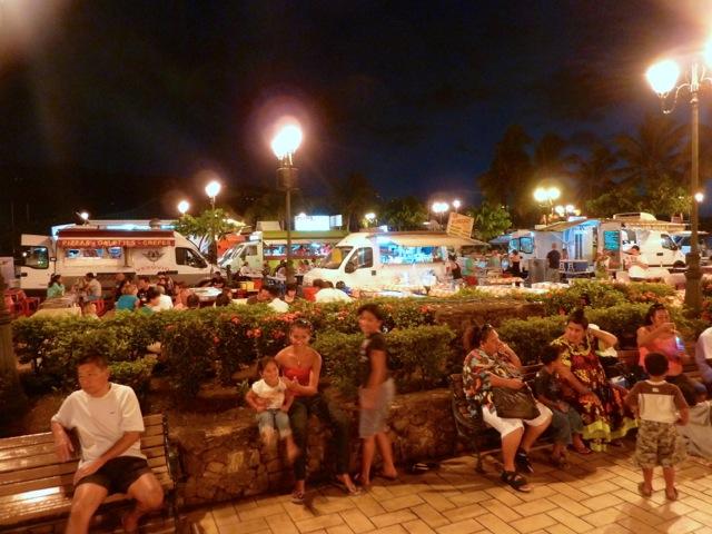 Roulottes, place Vaiete à Papeete.