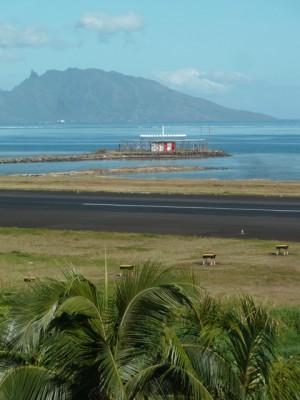 Aéroport de Faa'a et l'île de Moorea.