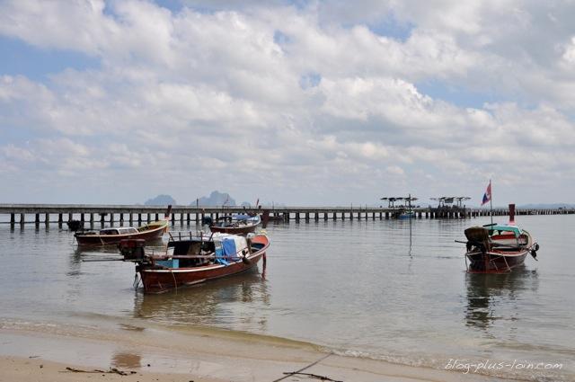 La jetée à Koh Muk, Thaïlande.