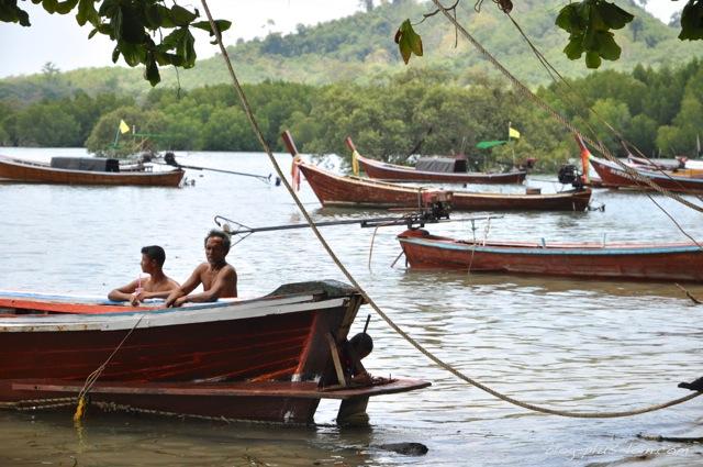 Pêcheurs à Koh Muk, Thaïlande.