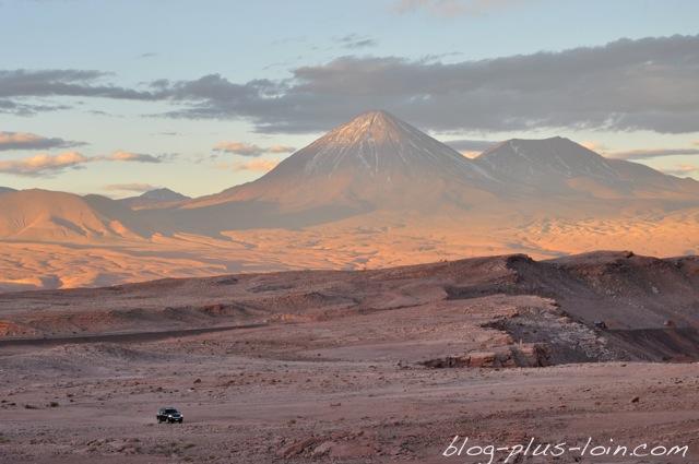 Le Licancabur, vue de la Valle de la muerte. Désert d'Atacama. Chili.