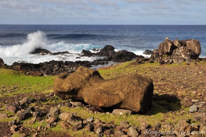 Un moai, sur le côte sud-est, à Rapa Nui.