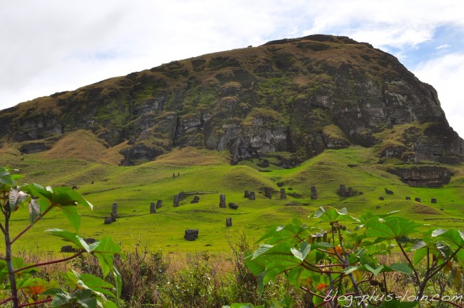 Rano raraku, la nurserie des mois à Rapa Nui.