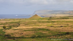 La vue depuis Rano raraku, la nurserie des moais.