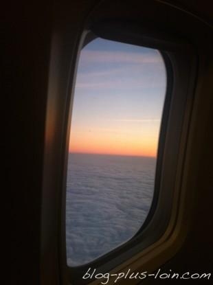 J'ai été rapatriée en avion de ligne, avec une infirmière.