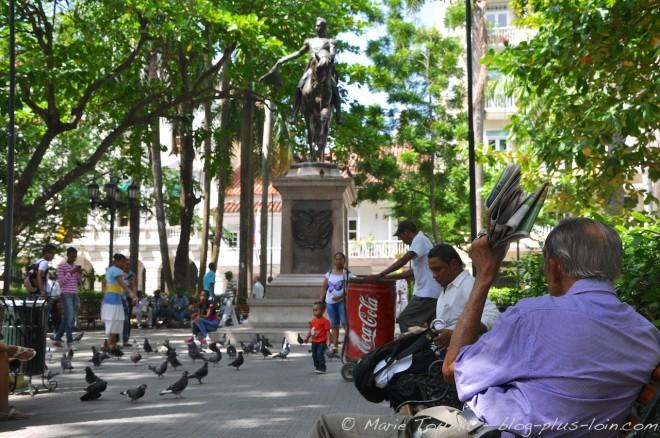 A l'ombre de la place Bolivar.