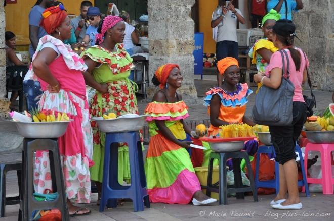 Brochette de palenqueras, les vendeuses de fuits traditionnelles.