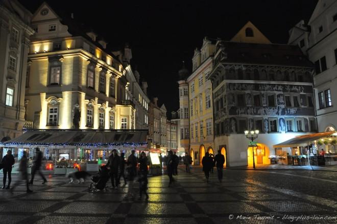 Prague : la place de la Vieille-Ville, staromēstské námēsti.