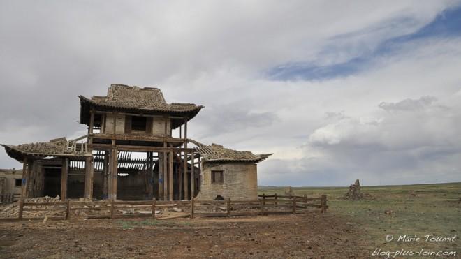 Un autre temple en ruine.