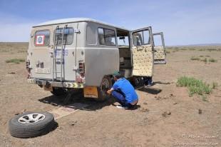 Mongolie : un pneu crevé.