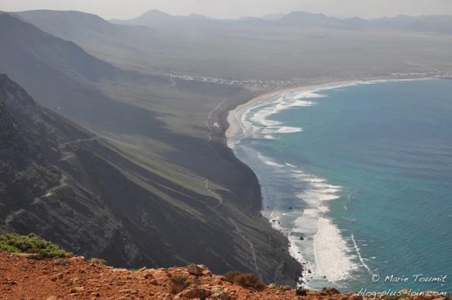 Vue sur Famara, à Lanzarote (Canaries).